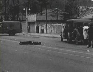 경무대로 향하던 데모대가 효자동 전차 종점에서 총격을 받고 쓰러졌다, 4.19 낮