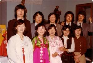 크리스마스 미사후 성가 대원들과, 1981년