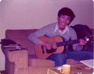 서형은 비록 기타를 잘 못쳤지만 포즈는 거의 프로같다, 1976년 시카고