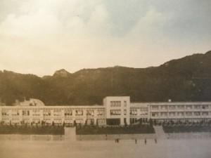 중앙중학교 뒷산 멀리에 보이는 말바위