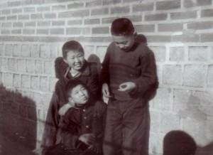 놀러온 원서동 친구들 안명성, 김천일과 1962년 2월