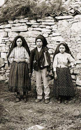 성모발현, 태양의 기적 뒤에 촬영 된 신문사진, 세명의 visionaries. 1917년 10월 13일